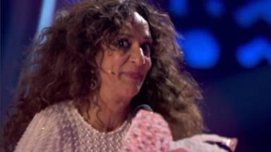 Rosario Flores se olvida de la letra de 'A tu vera' en 'La Voz Kids'