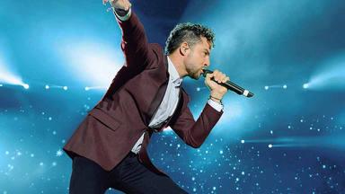 David Bisbal, emocionado, celebra con sus seguidores el aniversario de 'Corazón latino', su primer disco
