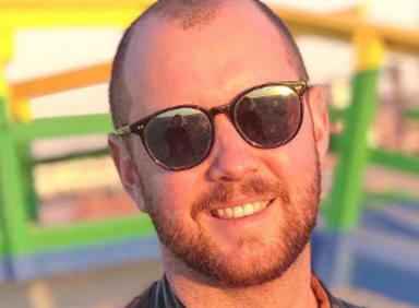 "Matt Simons prepara su álbum en el ""garaje"""