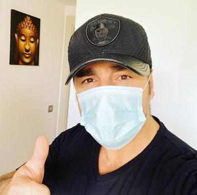 David Bustamante comparte una foto con mascarilla y le llueven las críticas