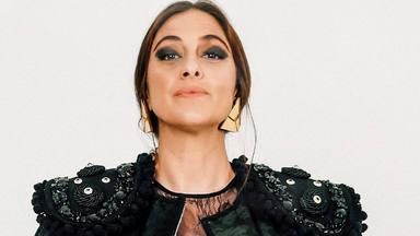 María Peláe estrena 'Que vengan a por mi': da un puñétazo en la mesa mientras se acompaña de guitarra y palmas