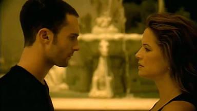 """Adam Levine rinde tributo a Kelly Preston con quien protagonizó el vídeo de """"She Will Be Loved"""""""