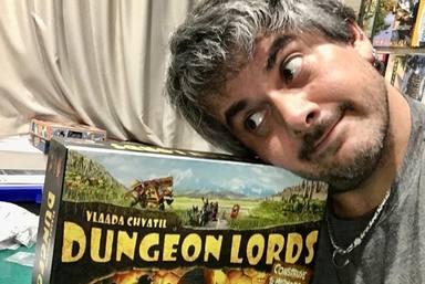 Dani Marco, líder de Despistaos, con su juego de mesa favorito