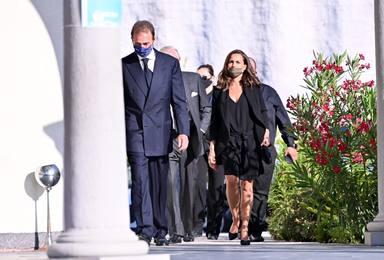 Alessandro Lequio, visiblemente afectado al llegar a la misa funeral de su hijo Álex Lequio