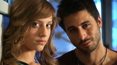 El gran cambio de Lucas y Sara desde el último capítulo de 'Los hombres de Paco' hace 10 años
