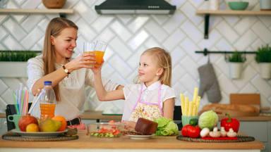 La mejor manera para cocinar durante la cuarentena junto a tus hijos