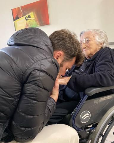 Fonsi Nieto despide a su abuela tras morir a los 102 años