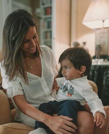 Ana Boyer junto a su primer hijo Miguel Verdasco