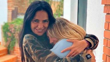 Olga Moreno abrazando a Rocío Flores en una imagen de sus redes sociales
