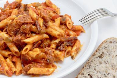Macaroni,With,Tomato,Sauce,,Sausage,And,Pepper.