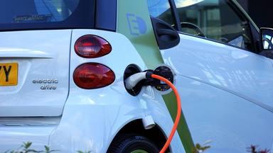 Si tens un cotxe elèctric... has de passar la ITV ?