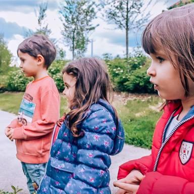 Verdeliss cirticada por sacar a sus hijos a la calle