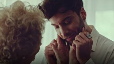 """El emotivo homenaje de Blas Cantó a su abuela, fallecido por covid, en el videoclip de """"Voy a quedarme"""""""