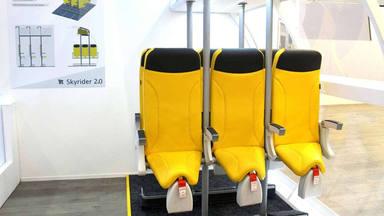 Volar de pie: una empresa italiana trata de convencer de las bondades de viajar en estos nuevos asientos