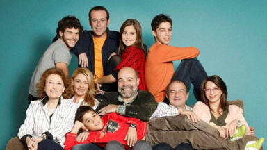 La tierna forografía con la que celebramos el 16 aniversario del estreno de 'Los Serrano'