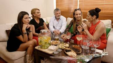 Laura Matamoros, Raquel Mosquera, Francisco González, Aless Gibaja y Rosa López en 'Ven a cenar conmigo'