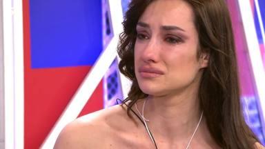 Adara, muy afectada durante su entrevista en Sábado Deluxe