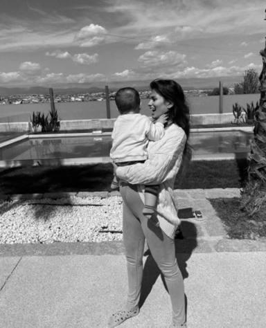 Sara Sálamo con su hijo