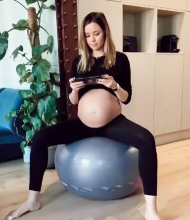 Dafne Fernández agotada en el último mes del embarazo