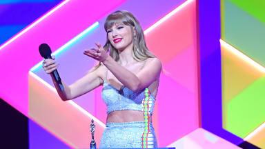 Los momentos y anécdotas de la gala BRIT 2021 con Taylor Swift emocionada y agradecida