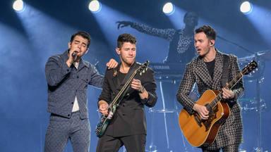 """Jonas Brothers con """"Only Human"""" cantan al 'buen rollo' que no está nada mal"""