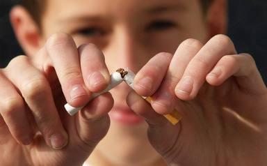 Nueve de cada diez personas fuman delante de menores, exponiéndoles a desarrollar cáncer en el futuro