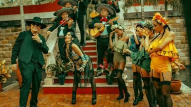 Beatriz Luengo anuncia su segunda boda con Yotuel en el lanzamiento de su nueva canción 'Chanteíto pa' un ex'