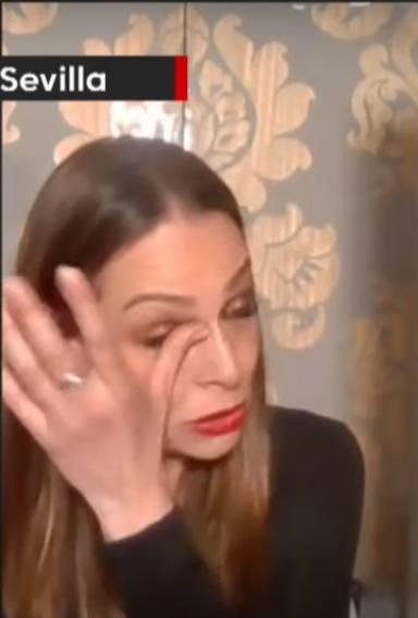 Las lágrimas de Eva González durante el festival de La Liga al escuchar el aplauso sanitario