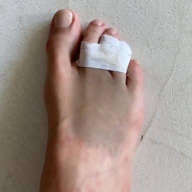 Paula Vázquez sufre un accidente doméstico y se rompe un dedo