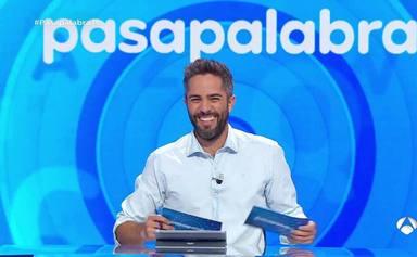 Roberto Leal interrumpe 'Pasapalabra' para mandar un enternecedor mensaje a la abuela de Pablo Díaz