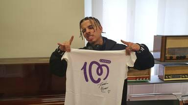 ¿Quieres ganar esta camiseta de CADENA 100 firmada por Rauw Alejandro?