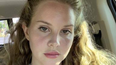 Lana Del Rey anticipa tres canciones de su octavo álbum de estudio que titulará 'Blue Banisters'