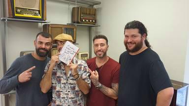 ¿Quieres ganar la libreta de CADENA 100 firmada por Efecto Pasillo?
