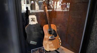 La guitarra de Kurt Cobain venuda per sis milions de dòlars