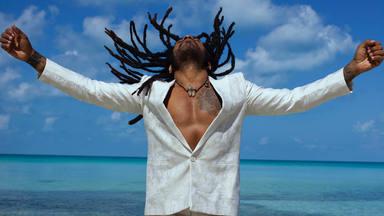 Lenny Kravitz estrena el videoclip de 'Raise Vibration' rodado desde su refugio en las Bahamas