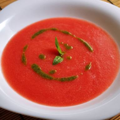 Sopa fría de tomate y sandía para refrescarse ante las fuertes temperaturas del verano