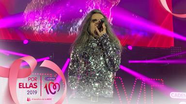 Las Nancys Rubias en el escenario de CADENA 100 Por Ellas