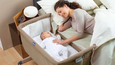 El riesgo que corre tu bebé al dormir en la cama contigo