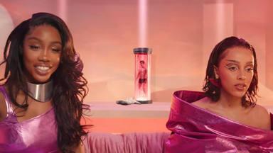 """Doja Cat y SZA estrenan """"Kiss Me More"""" con un inquietante videoclip de una producción espectacular"""