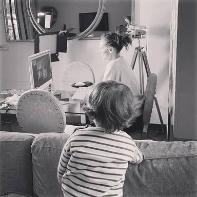Así concilia Eva Gonzalez ser mamá con el teletrabajo
