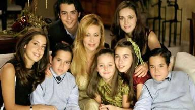 La familia de Ana y los 7 al completo con Ana Obregón al frente