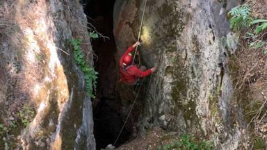 Descubierta una nueva cueva en la provincia con más de 165 metros de profundidad