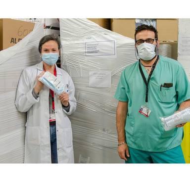 Alejandro Sanz, Penelope Cruz, Javier Bardem y Pedro Almodovar compran material sanitario