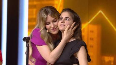 """Edurne da su pase de oro más emotivo a Laura, la joven invidente que canta al piano: """"Tu canción es especial"""""""