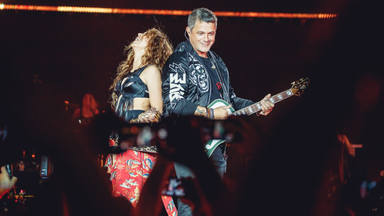 Alejandro, rodeado de grandes artistas en #LaGira como Shakira en Barcelona