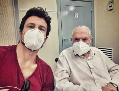 Octavi Pujades y su padre en una de sus visitas al médico