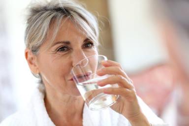 Hay que beber dos litros de agua diarios