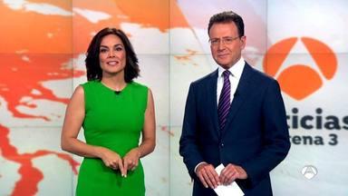 Matías Prats junto a Mónica Carrillo en el informativo de Antena 3