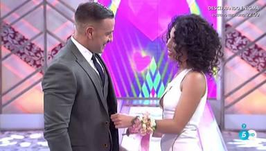 Rafa Mora le pidió matrimonio a su novia Macarena en Cámbiame
