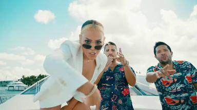 """Cali Y El Dandee y Danna Paola se embarcan en un yate para el videoclip de """"Nada"""""""